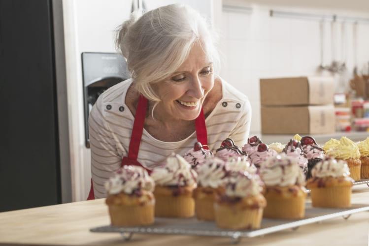 Préparation de muffins dans les moules à muffins stables de Toppits®.