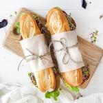 Baguettes fraîchement garnies